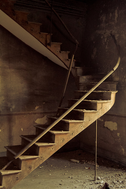 image of decrepit staircase