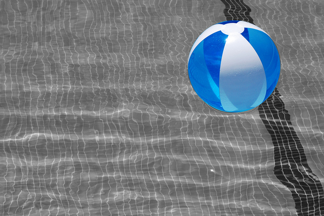 img beach ball in pool