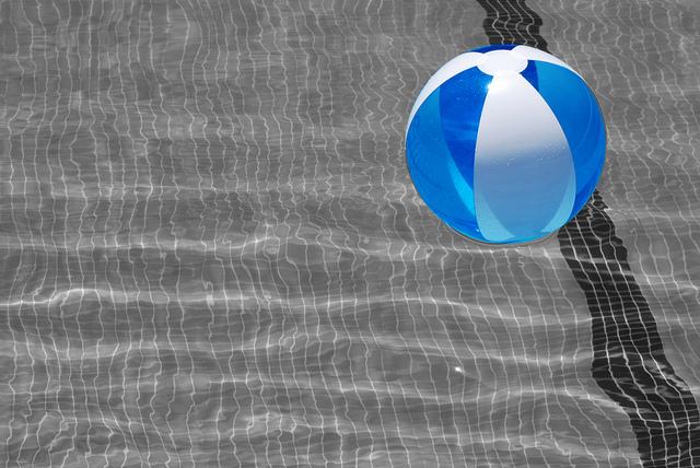 img beach ball in pool